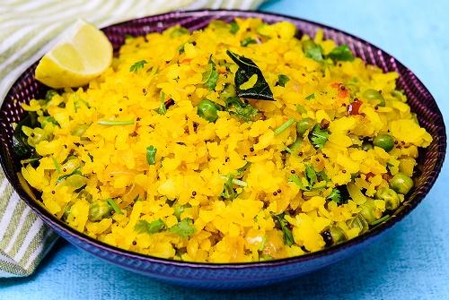 quick onion poha recipe, kanda poha recipe, easy breakfast recipe, indian breakfast recipe