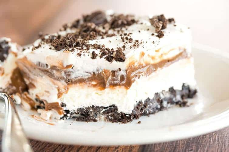 Oreo Layer Dessert, easy dessert with oreo biscuit, dessert with oreo biscuit and whip cream